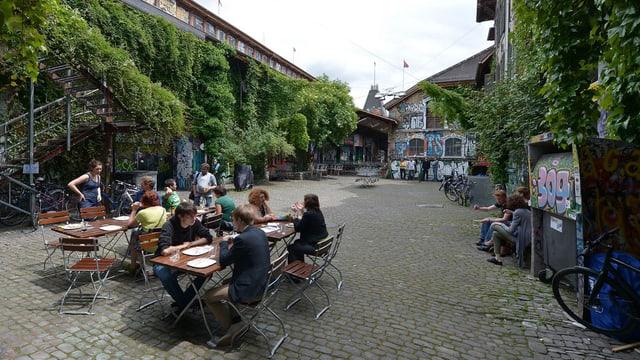 Blick in den Innenhaof der Berner Reitschule