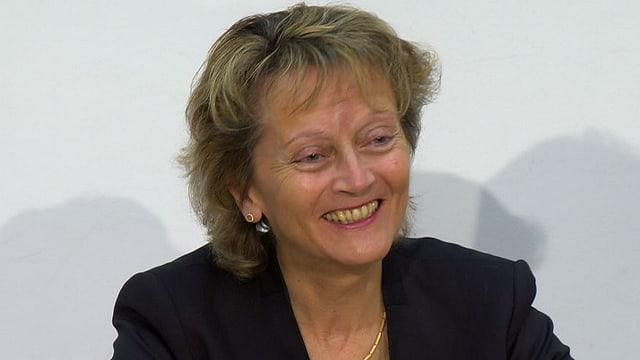 Eveline Widmer-Schlumpf lacht