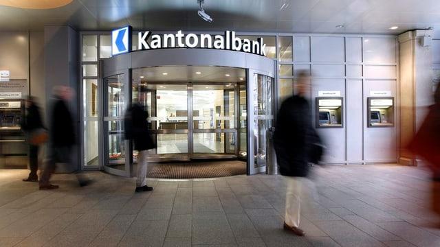 Filiale Luzerner Kantonalbank von aussen.