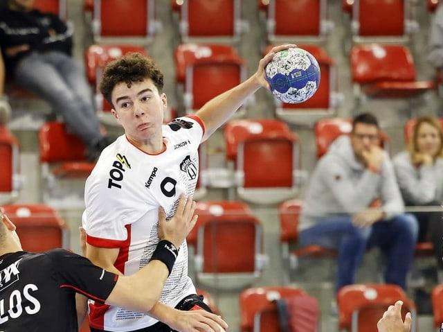 Handballer in Aktion.