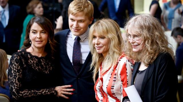Zwei US-amerikanische Schauspielerinnen, Farrow und seine Mutter