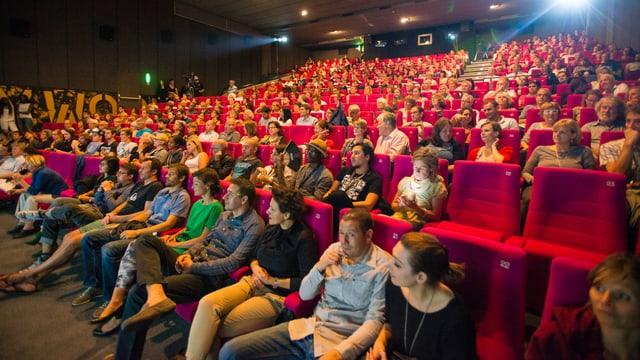 Ein voller Kinosaal.
