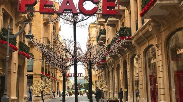 Im Stadtzentrum Beiruts können sich die teuersten Geschäfte noch über Wasser halten. Die Finanz- und Wirtschaftskrise und die andauernden Proteste dämpfen aber das Weihnachtsgeschäft.