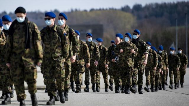 Schweizer Armeeangehörige bei einer Übung