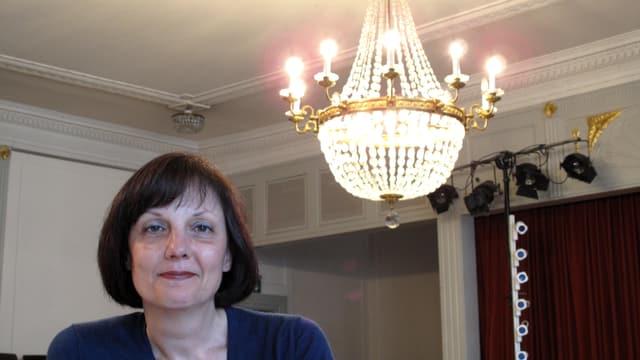 Franziska Bachmann im Saal der Maskenliebhaber, wo das Theater Aeternam dieses Jahr ihr Stück aufführt.