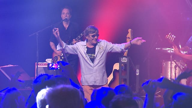 Polo Hofer auf der Bühne