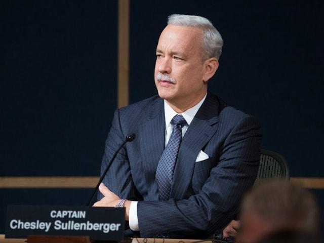"Tom Hanks als berühmter Flugzeugkapitän ""Sully"" vor Gericht."
