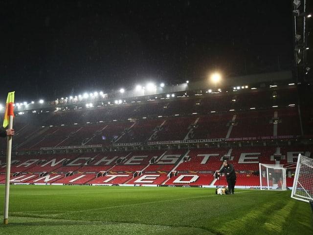 Das Old Trafford soll wieder Stehplätze erhalten.