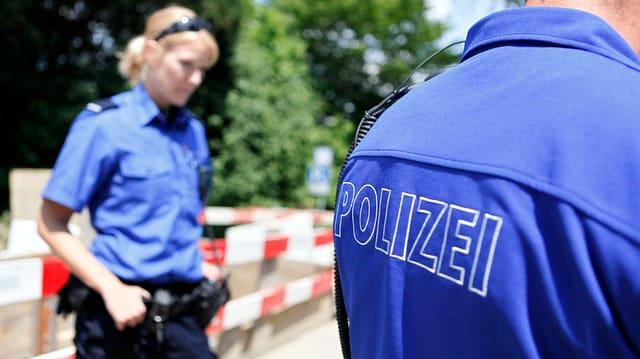 Zwei Beamte der Solothurner Kantonspolizei (Symbolbild).