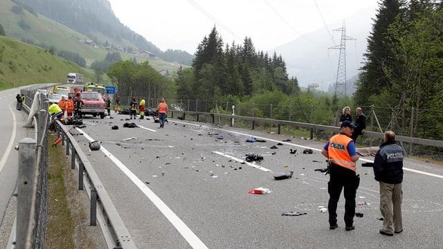In grev accident sin l'autostrada A13 datiers da Valragn. La polizia ha serrà la via e giun plaun hai tocca da töfs.