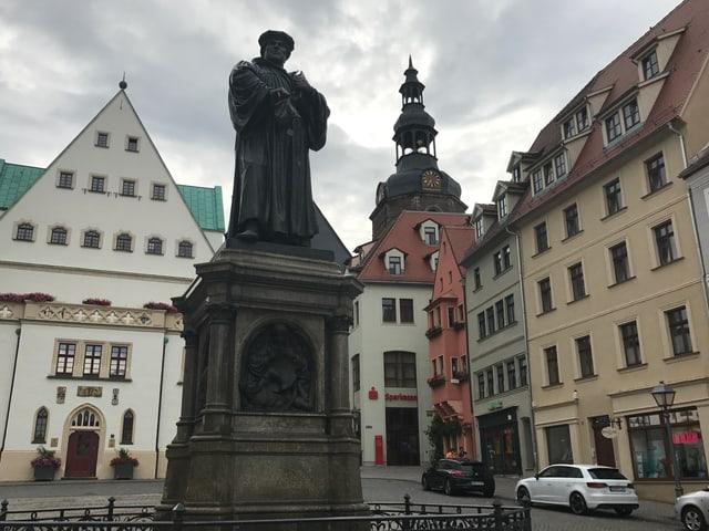 Lutherdenkmal in Zentrum von Eisleben.