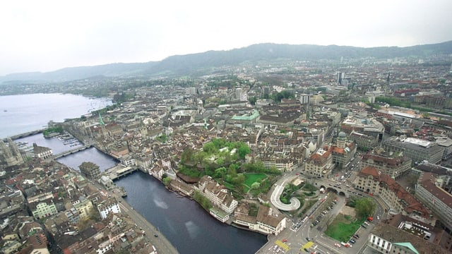Zu sehen ist die Stadt Zürich in einer Luftaufnahme.