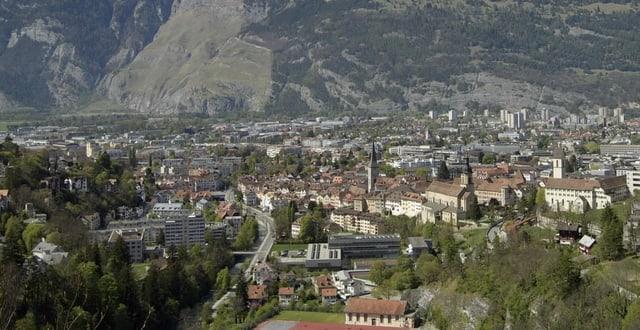 Vista sur la citad da Cuira vers il Rossboden.