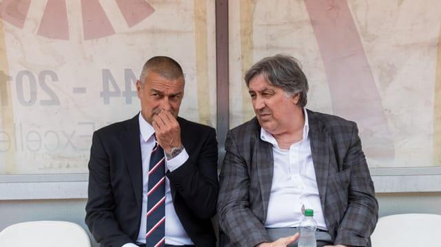 Il trenader Andrea Manzo (san.) ed il president da l'FC Lugano, Angelo Renzetti