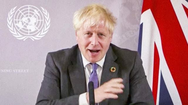 Boris Johnson spricht im Video.