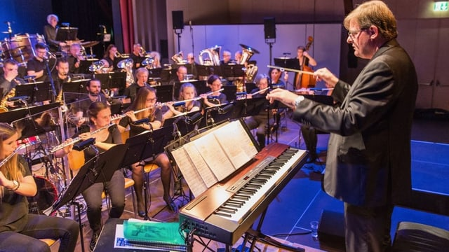 Stadtmusik Willisau und der Dirigent.