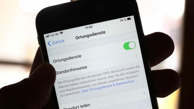 Telefonin che ha activa ils uschenumnads «Ortungsdienste».