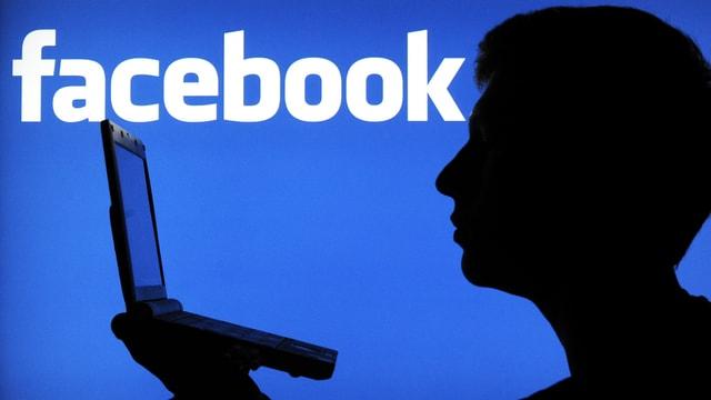 Logo Facebook, Schatten hält Computer.