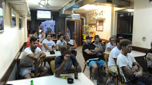 En il local dal Club dals Portugais da Glion eran il cumenzament var 35 persunas.