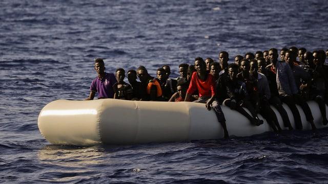 Ils migrants eran en viadi en pliras bartgas.