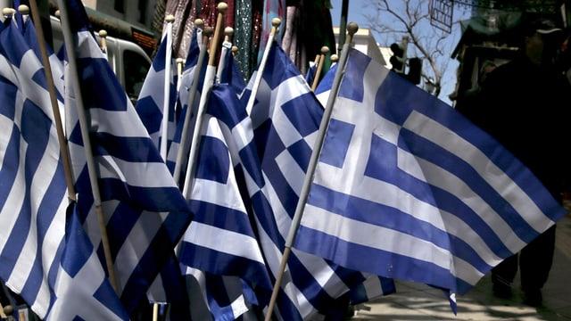 bandieras pitschnas da la Grezia, blau ed alv