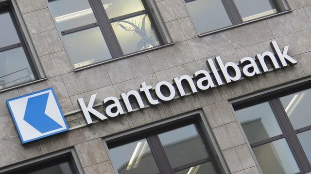 Schild Kantonalbank schräg fotografiert