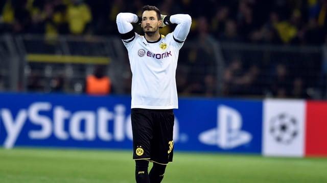 Roman Bürki nach einem Patzer in einem Spiel mit Borussia Dortmund.