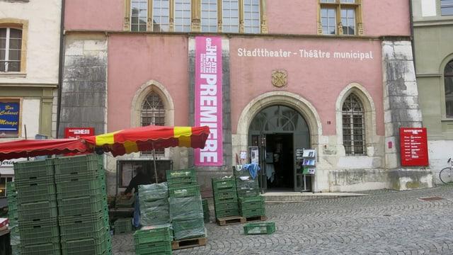 Blick von aussen auf das Stadttheater Biel.