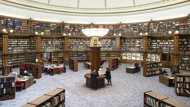 Innenraum einer Bibliothek: