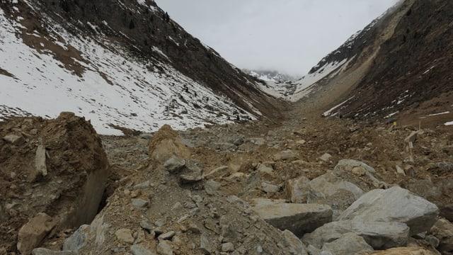 Var 225'000 cubics material èn sbalunads a val en la Val Strem.