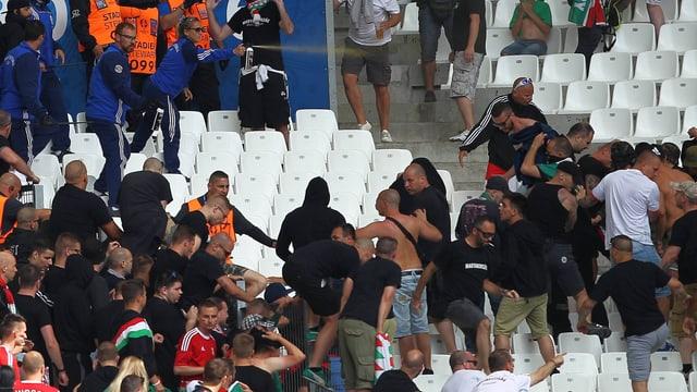 Teile von Ungarns Fans haben sich nicht im Griff.
