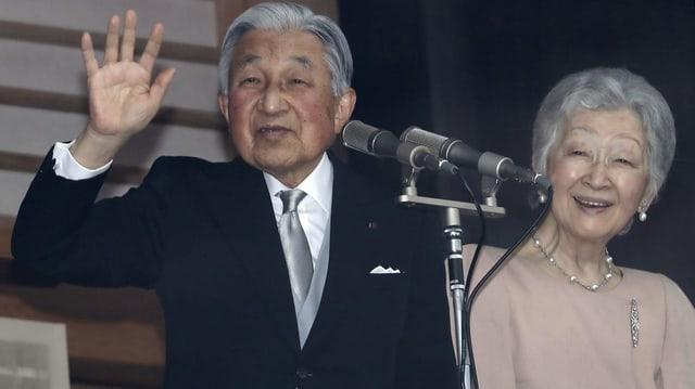 Kaiser Akihito mit seiner Ehefrau Michiko.