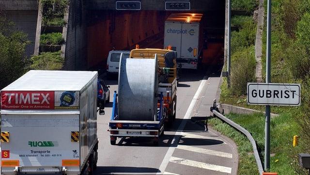 Stau vor dem Gubrist-Tunnel
