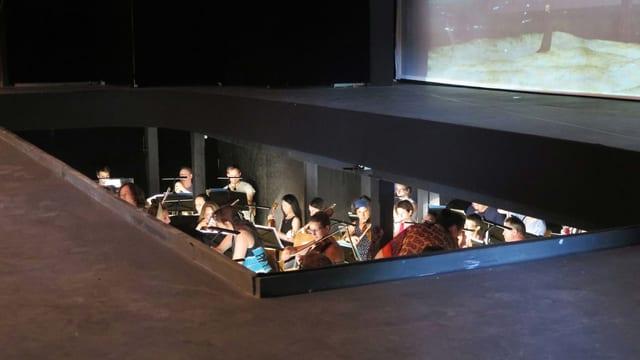 Orchestergraben mit Orchester