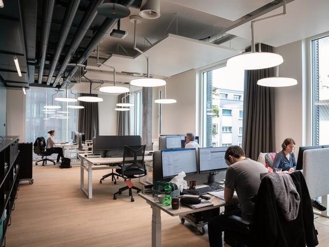 Die Redaktion des Regionaljournals ist heute im neuen «Open Space»-Büro eingezogen.