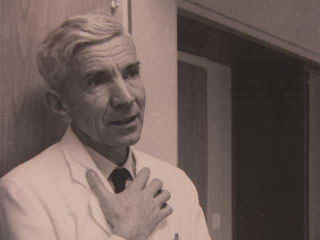Roland Kuhn beschrieb 1957, wie er den Wirkstoff Imipramin an über 300 Patienten der Psychiatrischen Klinik Münsterlingen testete.