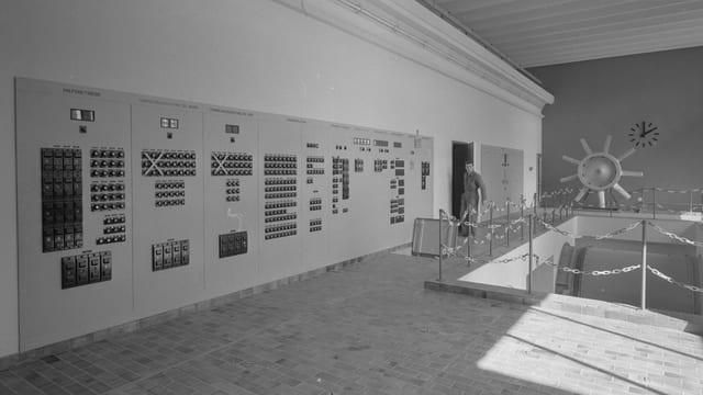 Die moderne Schaltzentrale bei der Eröffnung des Tunnels.
