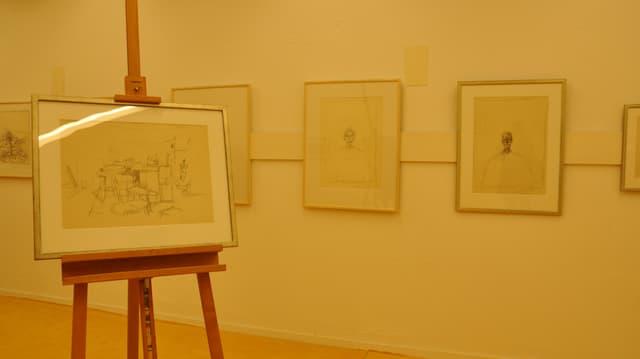 Fotografia da l'exposiziun actuala cun maletgs da Giacometti e Pedretti.