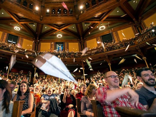 Mit Zuschauern gefülltes Sanders Theater in Cambridge