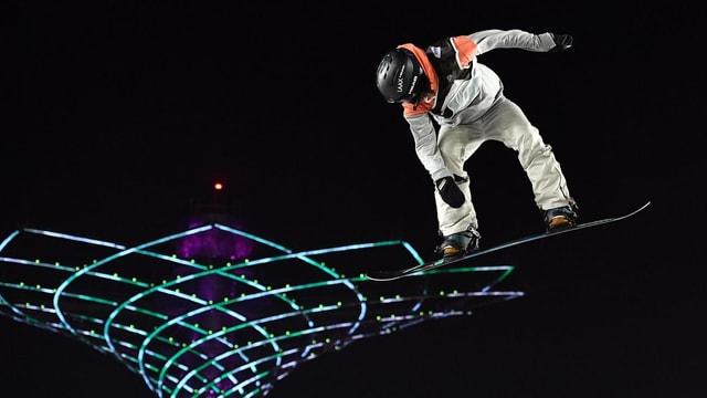 La snowboardista Sina Candrian durant in sigl
