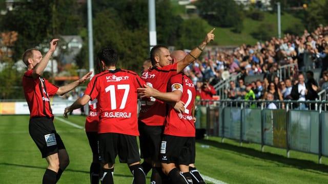 Jubelnde Spieler des FC Wettswil-Bonstetten