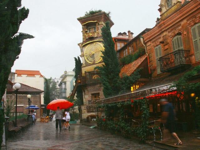 Blick auf das Puppentheater in Tiflis.