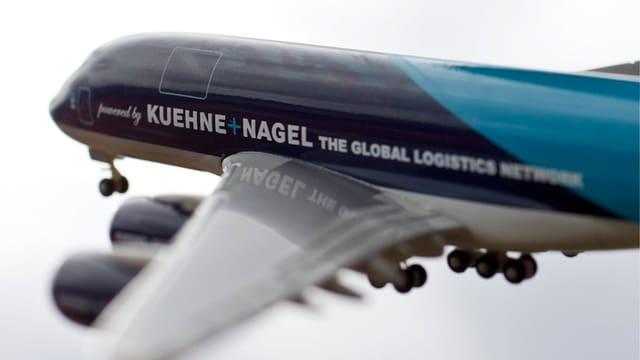 In aviun da model dal concern Kühne & Nagel.
