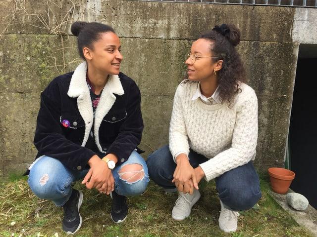 Sarah Akanji (links) und ihre Schwester Michelle. Und ja, sie haben noch einen Bruder.