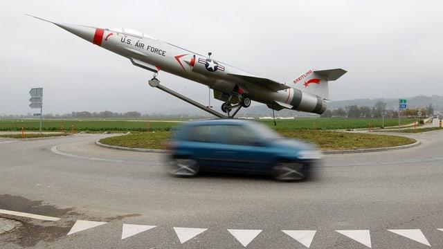 Kampfflugzeug F-104 beim Flughafen Grenchen