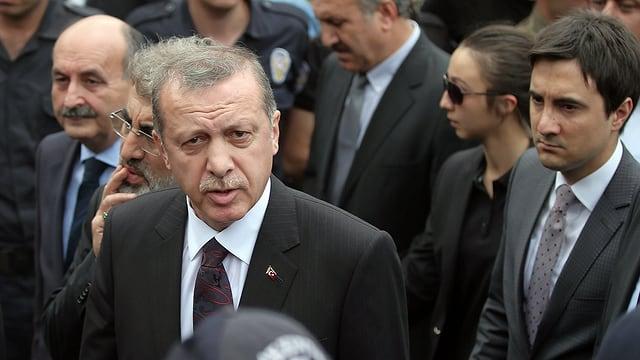 Recep Tayyip Erdogan und Yusuf Yerkel beim Besuch in Soma.
