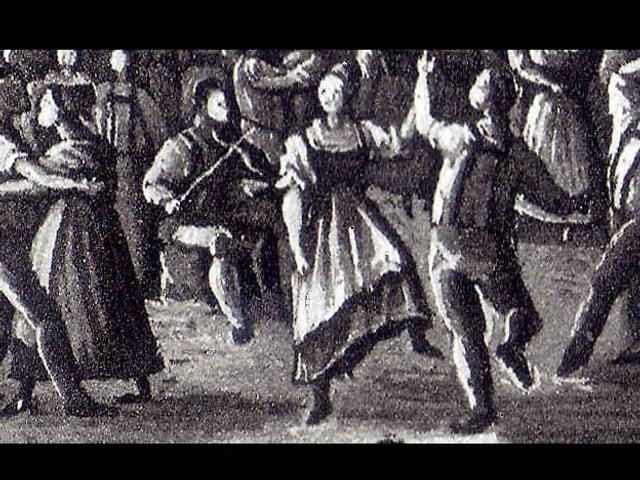 Schwarz-weiss Bild von Tanzenden Paaren, dazwischen Musikanten