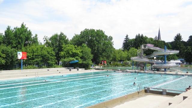 Blick auf Schwimmbecken Badi Köniz