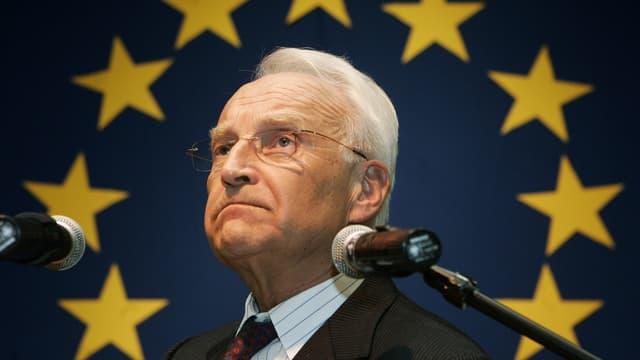 Ein Porträtbild des ehemaligen bayerischen Ministerpräsidenten Edmund Stoiber.