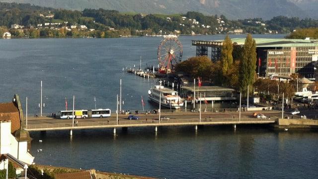 Luzerner Seebrücke und Schiffanlegestelle.